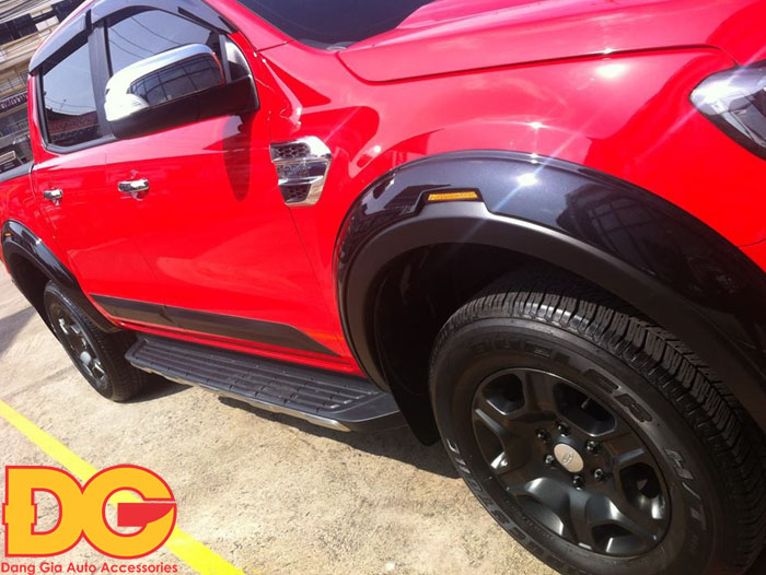 op cua lop 4 banh xe Ford Ranger 2017